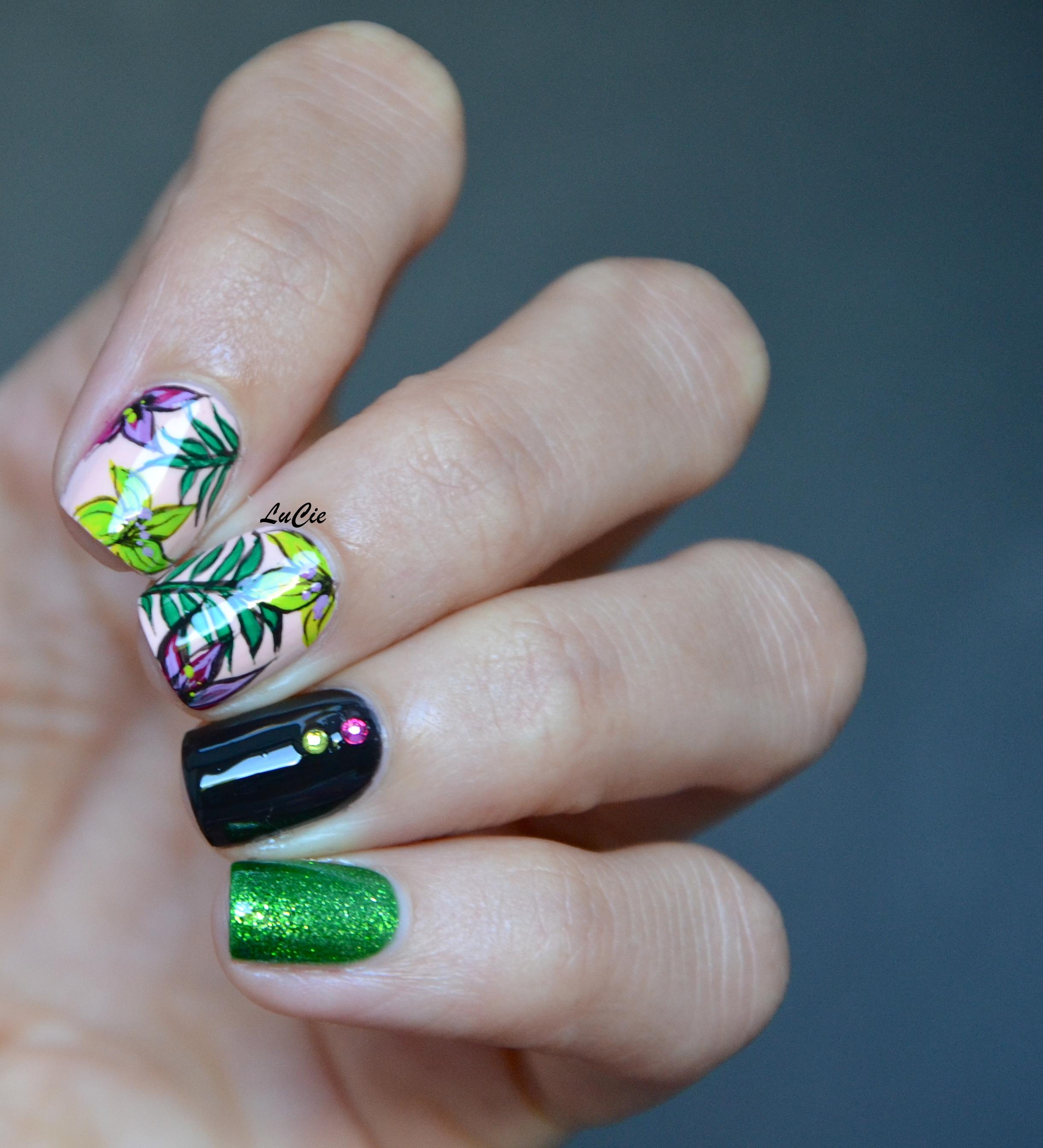 Populaire les ongles de Lucie   de la couleur, un petit peu d'idée, et hop! KO36
